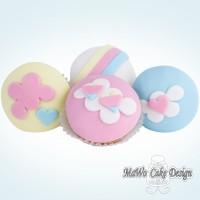 8 Regenbogen Cupcakes